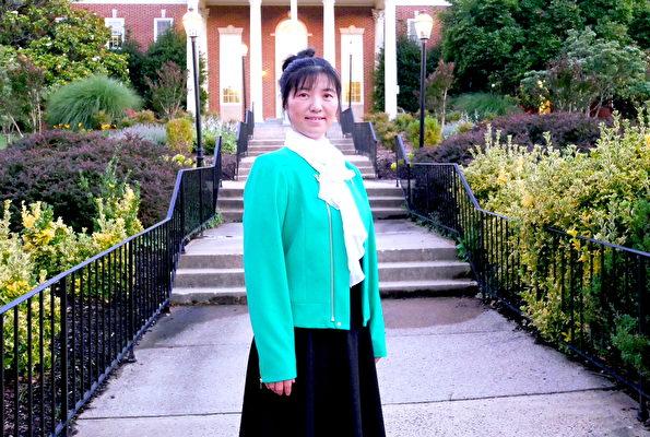 2021年6月22日,馬春玲在美國維珍尼亞州費爾法克斯市議會大門前。(李辰/大紀元)