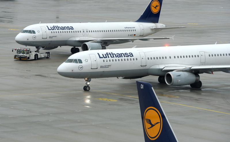 圖為德國漢莎航空飛機。(CHRISTOF STACHE/AFP)