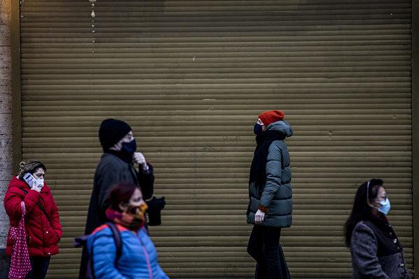 2021年1月4日,德國柏林,街上大部份民眾戴著口罩。(Maja Hitij/Getty Images)