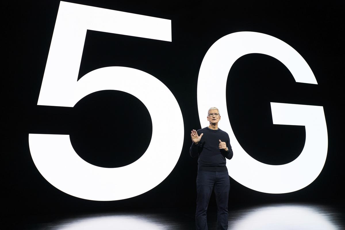 2020年10月13日美東時間下午1點,蘋果公司如期召開2020秋季發佈會。蘋果CEO庫克宣佈,iPhone進入5G時代。(Brooks KRAFT/Apple Inc./AFP)