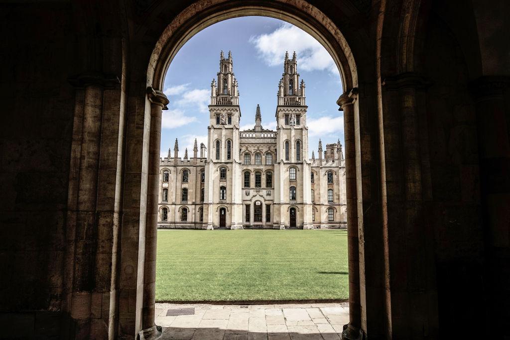 牛津大學是中共盜竊英國高科技的主要目標之一。(Christopher Furlong/Getty Images)