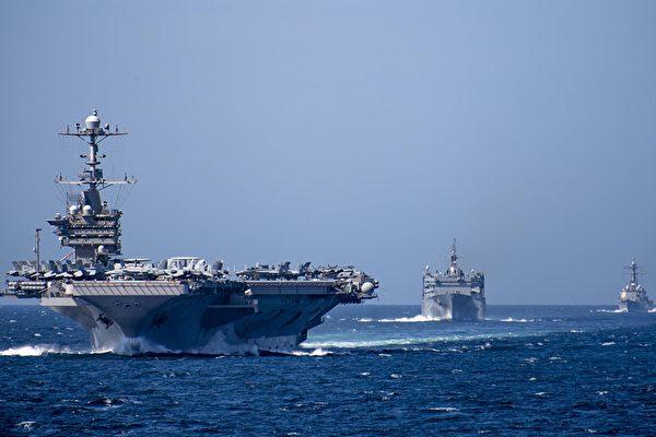 美國核動力航母「尼米茲號」(USS Nimitz)於4月27日離開母港,展開整合戰力演訓後即前往西太平洋地區部署,填補「羅斯福號」等艦隊因官兵染疫而出現的戰力真空。圖為尼米茲級航母(左一),與隨行的戰鬥支援艦和驅逐艦。(US Navy Photo)