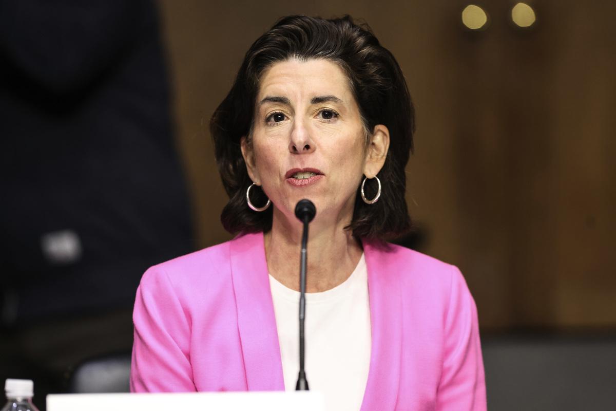 美國商務部長雷蒙多(Gina Raimondo)。(Oliver Contreras-Pool/Getty Images)