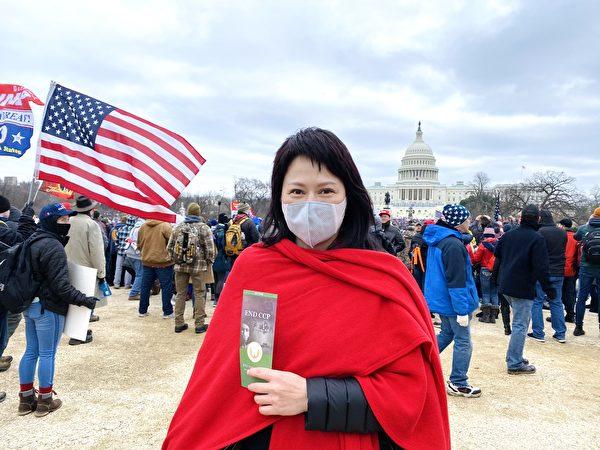 1月6日,華盛頓DC集會現場民眾何女士支持「END CCP」。(李桂秀/大紀元)