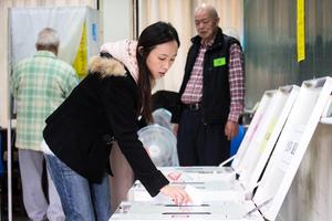 台灣大選投票現多起違規事件