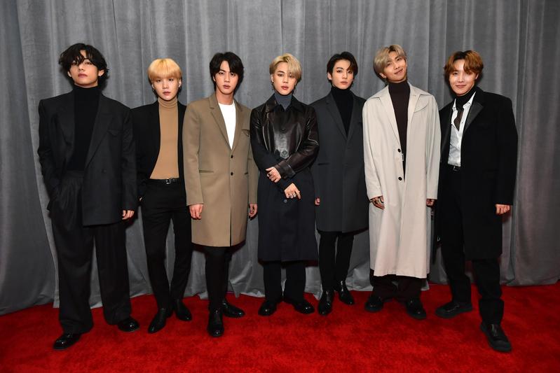 防彈少年團(BTS)出席第62屆葛萊美獎紅毯照。(Emma McIntyre/Getty Images for The Recording Academy)