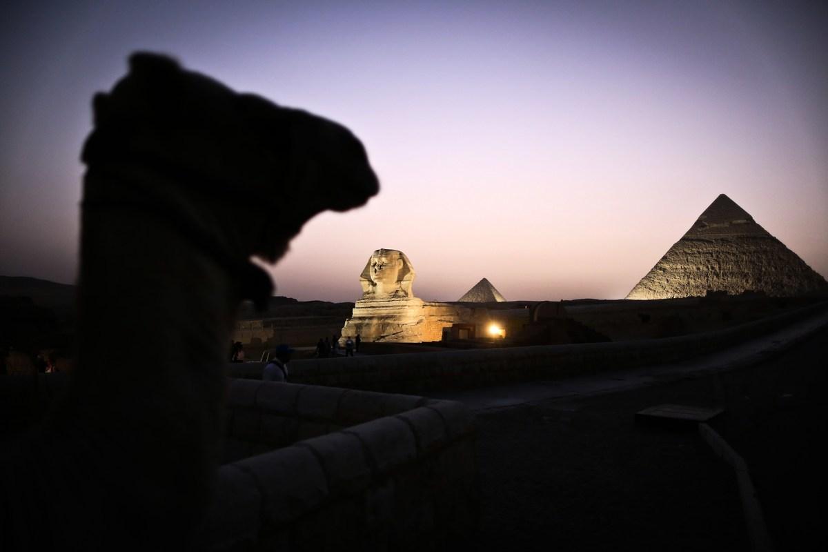 埃及考古學家發現了一個大型獅身羊面像,據考察這個雕像出自於法老阿蒙霍特普三世(Amenhotep III)時代。圖中為位於吉薩的大獅身羊面像。(MOHAMED EL-SHAHED/AFP/Getty Images)