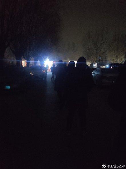 大興市民被半夜叫起來做核酸檢測。(微博圖片)