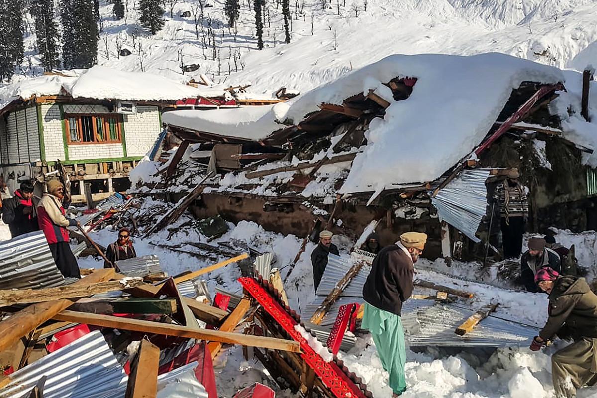 2020年1月14日,在巴基斯坦控制的克什米爾尼勒姆谷(Neelum)山谷地區發生雪崩。(STR/AFP)