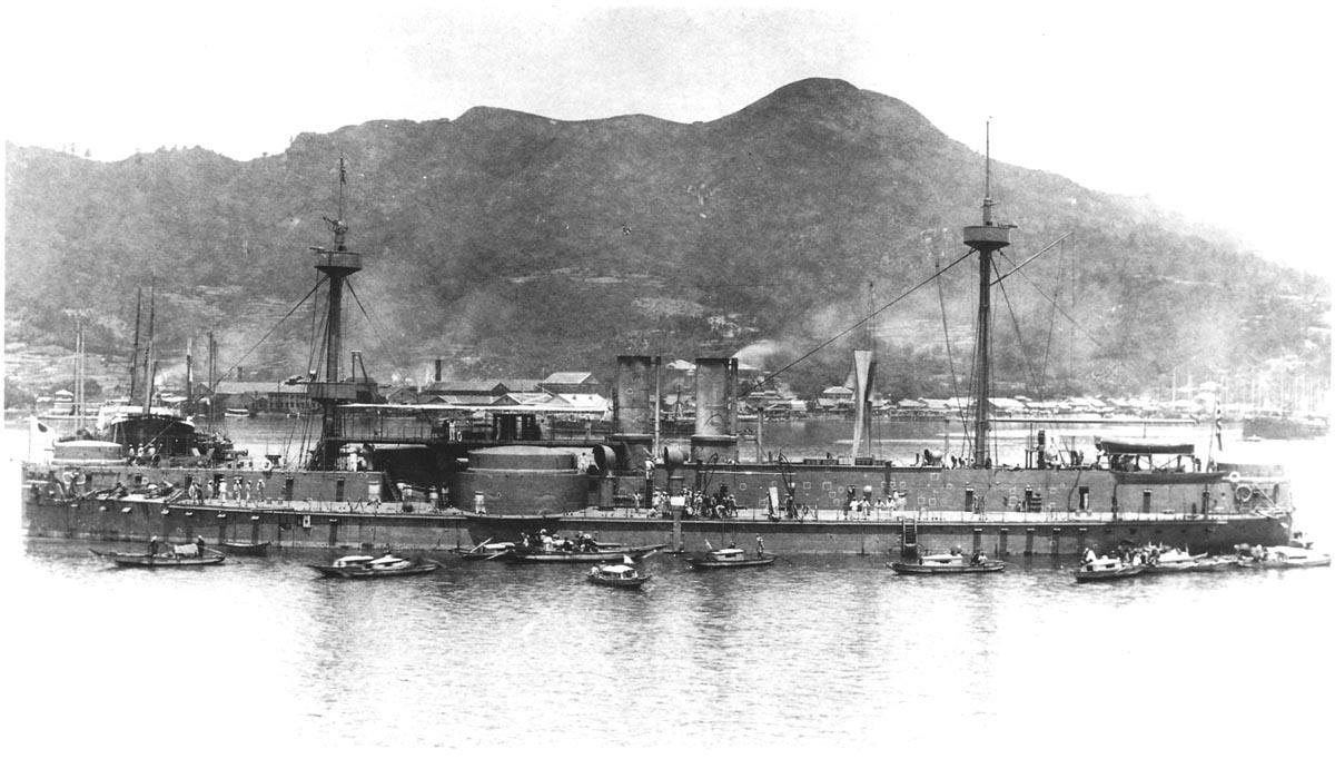 鎮遠號鐵甲艦是當時北洋水師主力艦,也是亞洲少見的鐵甲巨艦,曾引起日本國民極大恐慌。(公有領域)