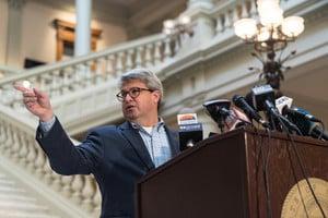佐治亞州宣佈對每個縣重新手工計票