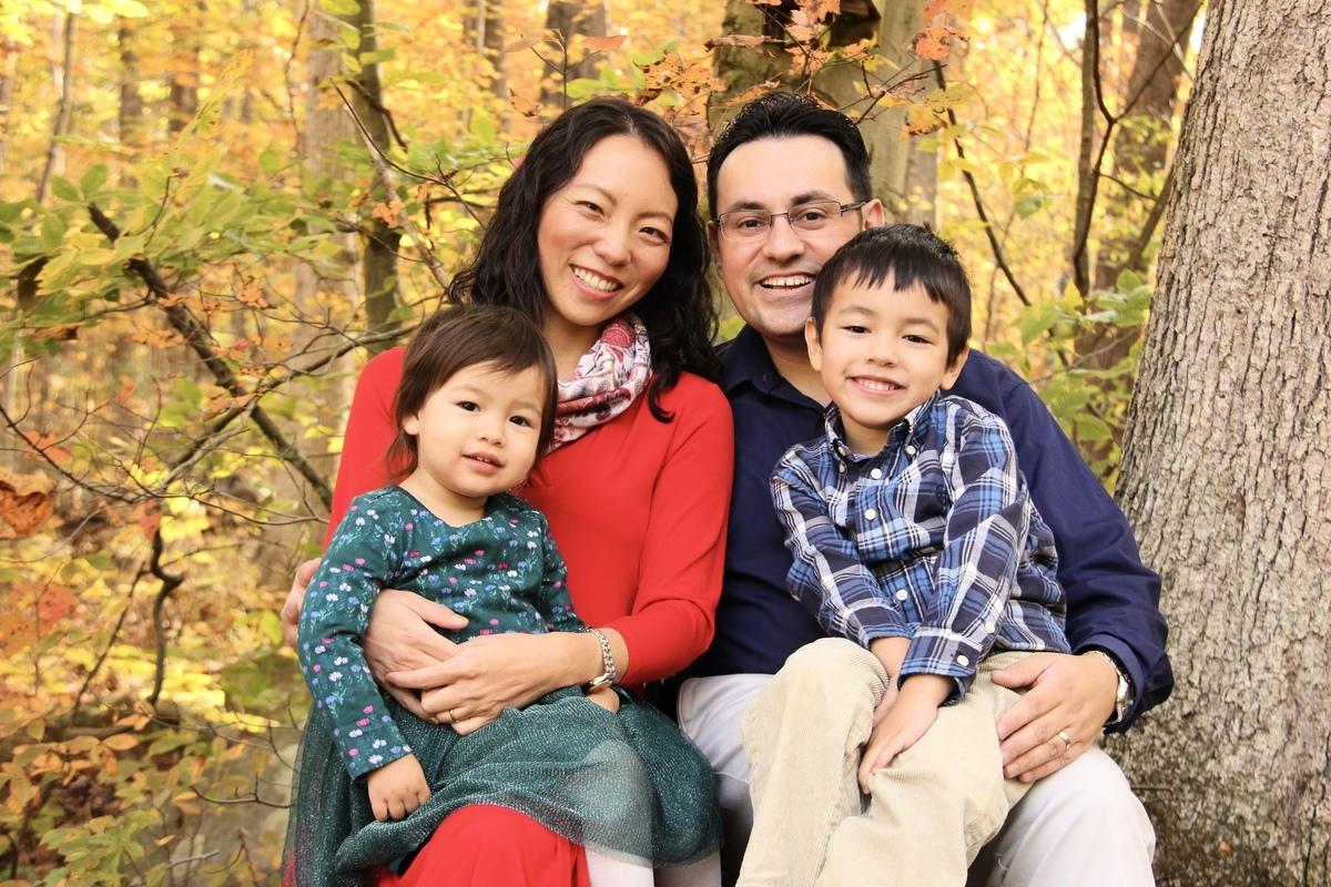 阿力克斯與妻子和一雙兒女。(阿力克斯提供)