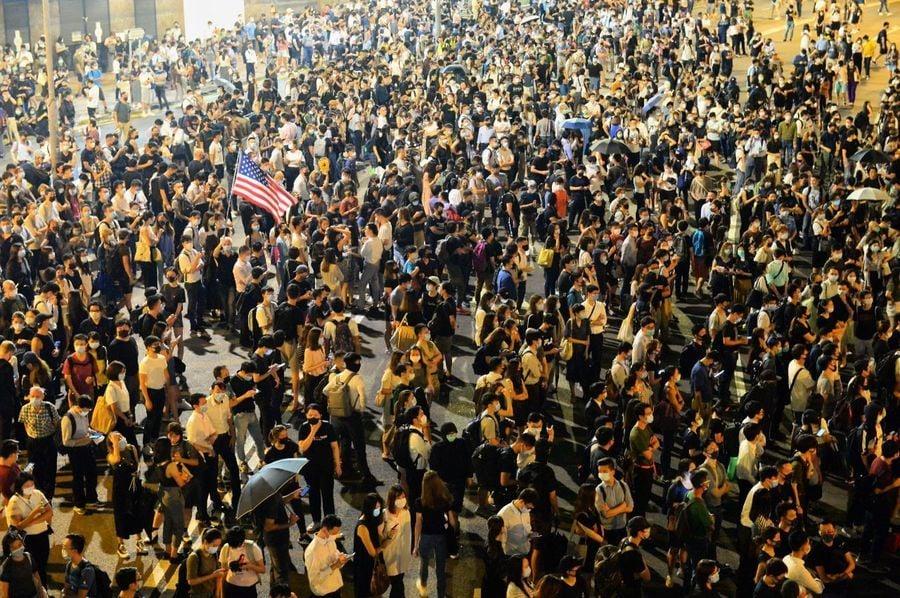 【10.4反緊急法】港人多地抗議《禁蒙面法》 警射催淚彈 港鐵關閉