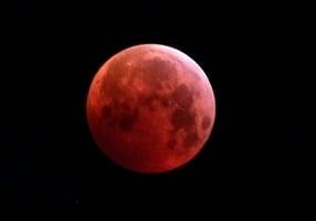 組圖:三大天文奇觀合一 超級血狼月登場