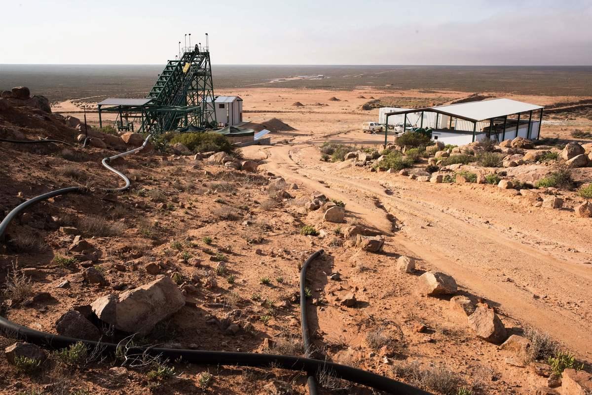 美國國防部將向萊納斯公司(Lynas Corp)提供3,000萬美元,用於在德州建設稀土加工廠,以減少對中國的依賴。圖為非洲西開普省的Steenkampskraal(SKK)稀土礦床。(RODGER BOSCH/AFP via Getty Images)