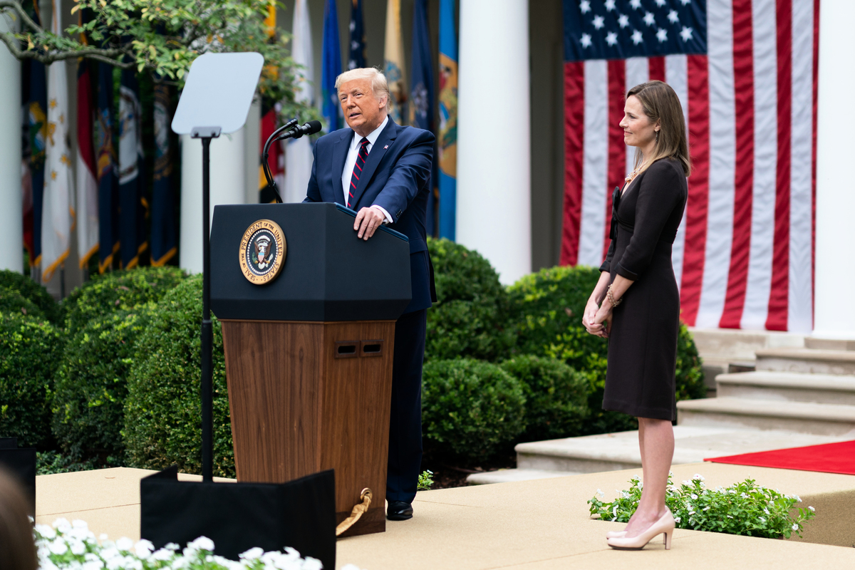 2020年9月26日,唐納德·J·特朗普總統在白宮玫瑰花園宣佈,提名艾米·科尼·巴雷特(Amy Coney Barrett)法官擔任美國最高法院大法官。(Andrea Hanks/White House)