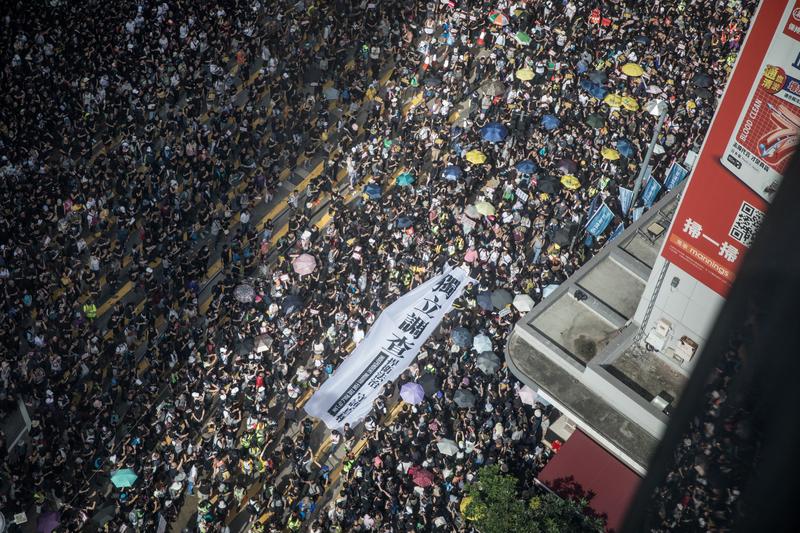 2019年7月21日,香港,民陣發起的反送中遊行,由高空所見人潮擠滿街道。(Chris McGrath/Getty Images)