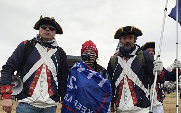 1月6日,黃燕(左一)於國會山莊前守護美國的民眾合照。(黃燕提供)