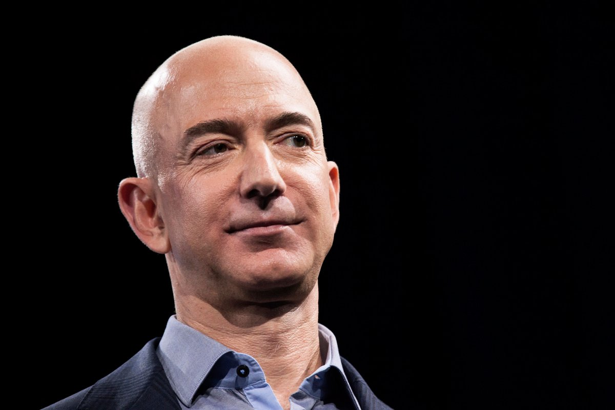 圖為亞馬遜公司創始人兼CEO傑夫·貝佐斯,他將在本月底出席聯邦眾議院反壟斷聽證會。(David Ryder/Getty Images)