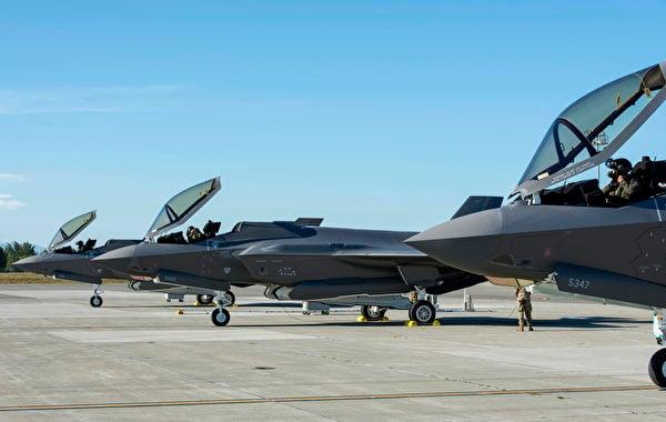2020年7月14日,阿拉斯加艾爾森空軍基地的3架F-35戰機準備起飛。(美國空軍)