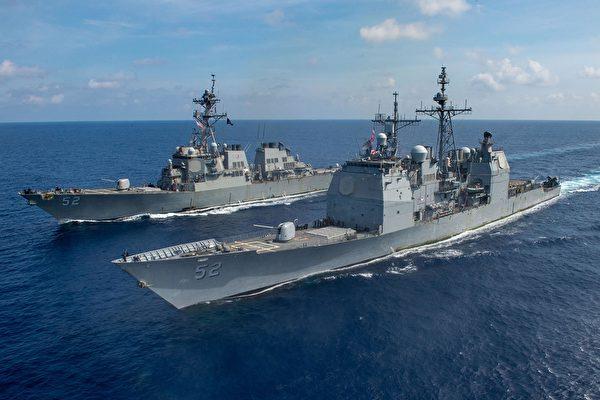 美國巡洋艦「碉堡山號」(USS Bunker Hill,圖片前方),與導彈驅逐艦「貝瑞號」(USS Barry)4月18日在南中國海交會。(US Navy Photo)
