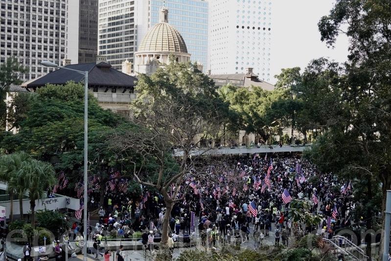 2019年12月1日,港人發起尖沙咀「毋忘初心大遊行」,表達「五大訴求 缺一不可」。(Getty Image)