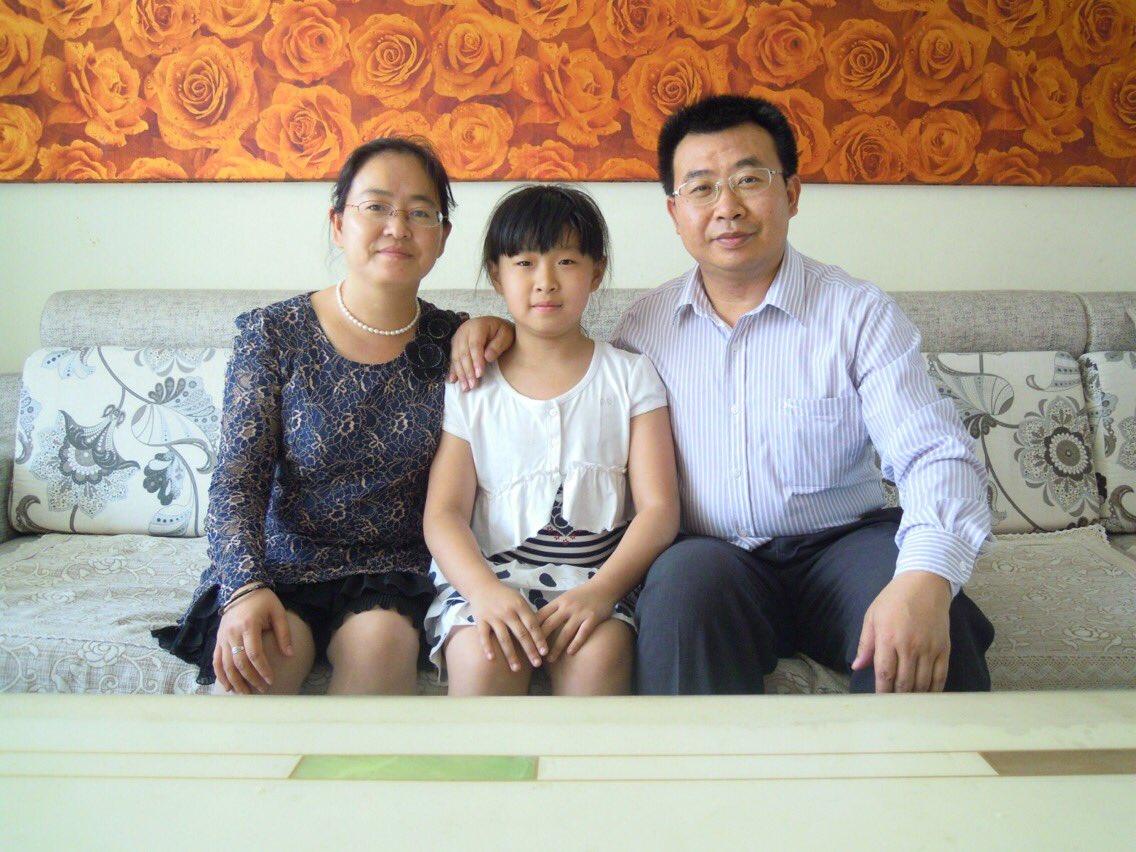 中國維權律師江天勇出獄後被失蹤進入第三天。江天勇的妻子金變玲透露,江爸曾見到江天勇一面,江天勇緊緊拉著爸爸的手說「要跟你回家」。(金變玲提供)