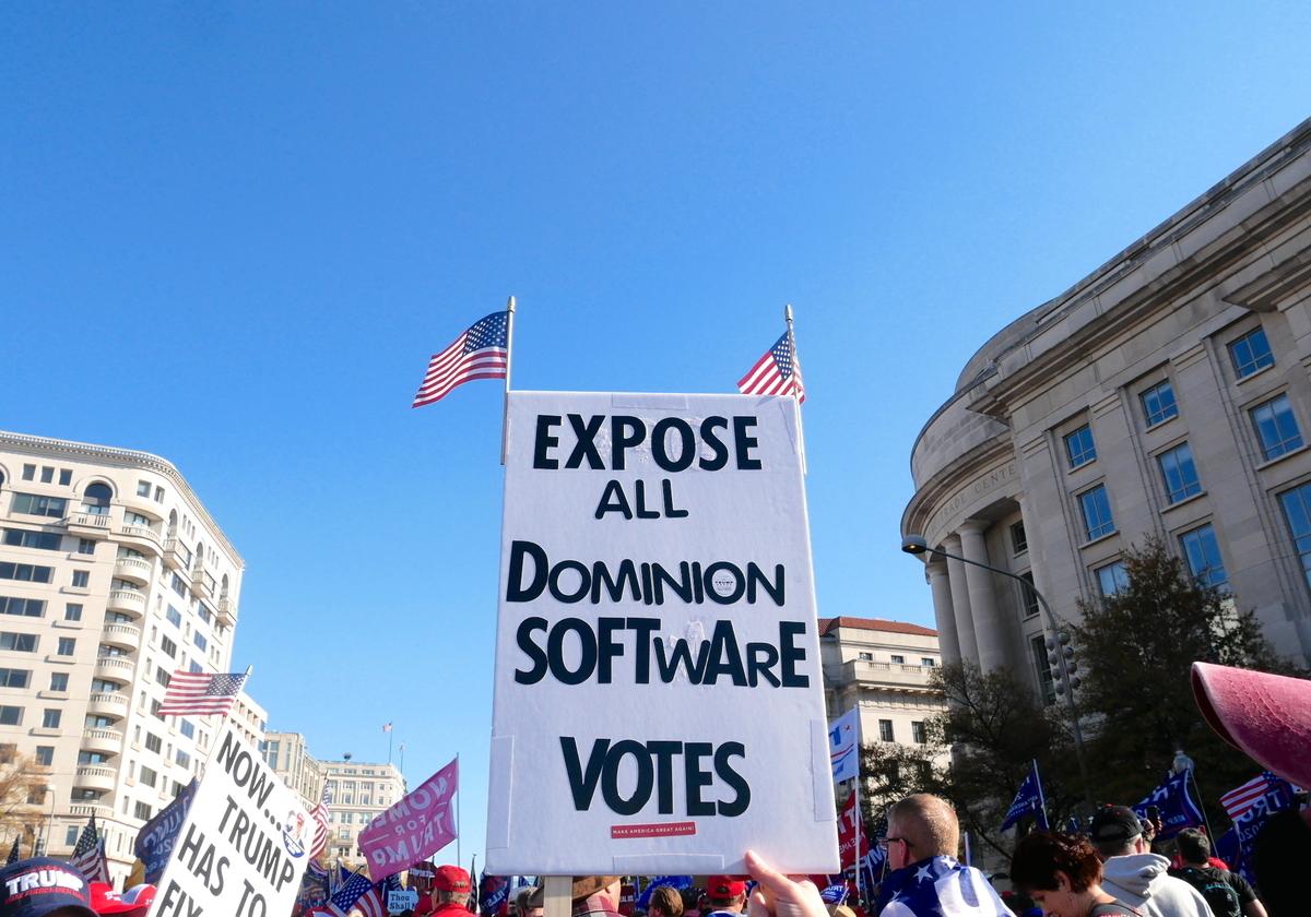 11月14日,來自美國各州民眾在美國首都華盛頓DC舉行「停止竊選」(Stop the Steal)大遊行,力挺特朗普。(李辰/大紀元)