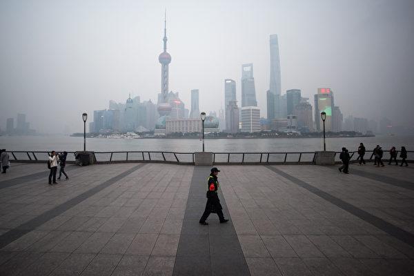 以統計可靠公正而聞名的世界大型企業聯合會宣佈,2018年中國的GDP增長只有4.1%,遠遠低於中共官方聲稱的6.5%。面對外部衝擊,中國的抵禦能力其實很脆弱。(JOHANNES EISELE/AFP)