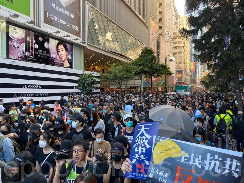 2019年11月2日,香港民眾在維園舉行「112求援國際 堅守自治」大集會,向國際發出求援訊息。(文瀚林/大紀元)