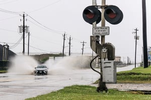 颶風尼古拉斯登陸美國  德州沿海地區暴雨恐釀災