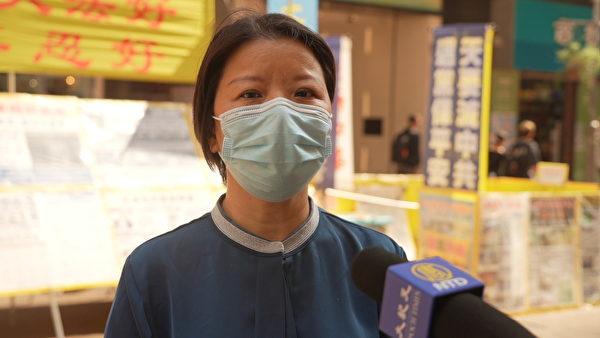 真相點負責人之一、法輪功學員周勝奉勸暴徒不要因為蠅頭小利而為共產黨賣命,香港是法治社會,犯法就要付出代價。(余鋼/大紀元)