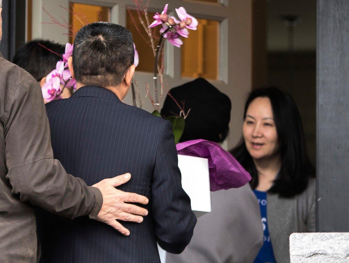 美國將引渡孟晚舟(右),加國駐華大使近日發言為孟支招,稍後被加國總理解職。(JASON REDMOND/AFP/Getty Images)