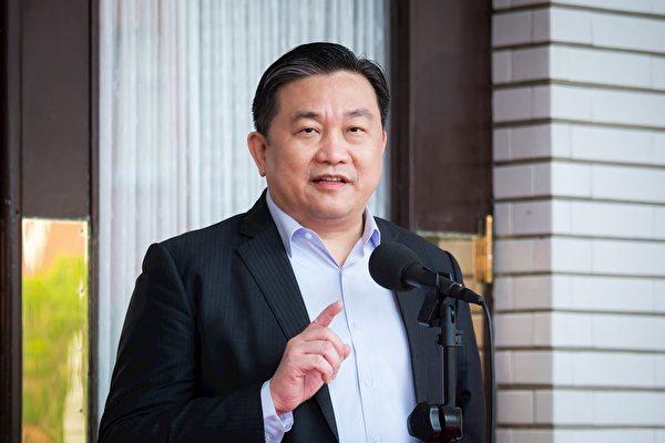 台灣民進黨立委王定宇說,李洪志老師是一個了不起的人。(明慧網)