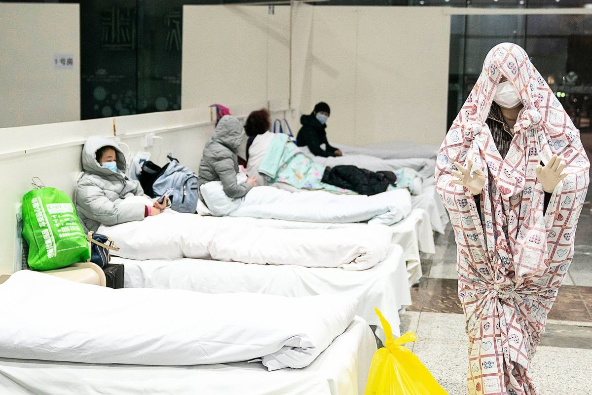 圖為隔離中的武漢民眾。 (STR/AFP via Getty Images)