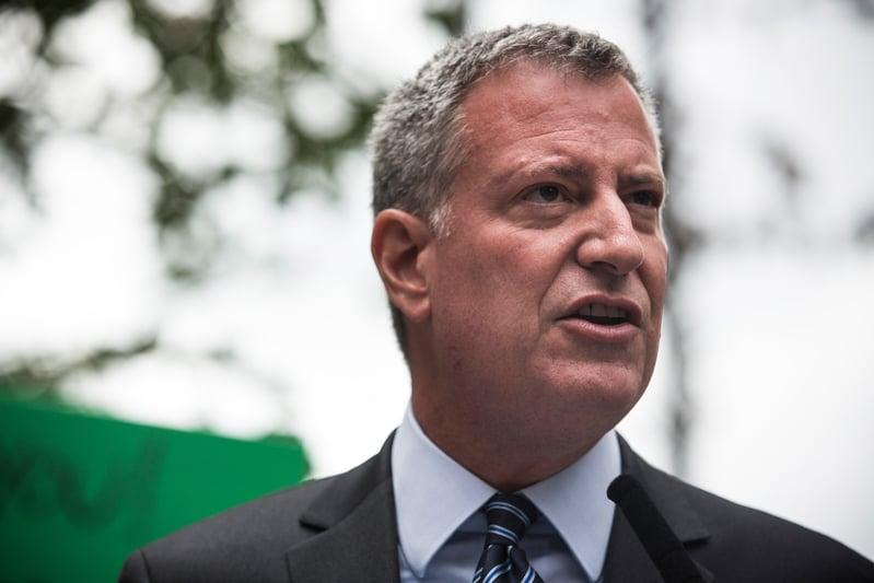 目前美國中共病毒疫情最嚴重的紐約市,確診病例已經超過一萬,市長白思豪表示,疫情可能還沒達到最嚴重的時期,提醒市民重視保持安全的社交距離。(Andrew Burton/Getty Images)