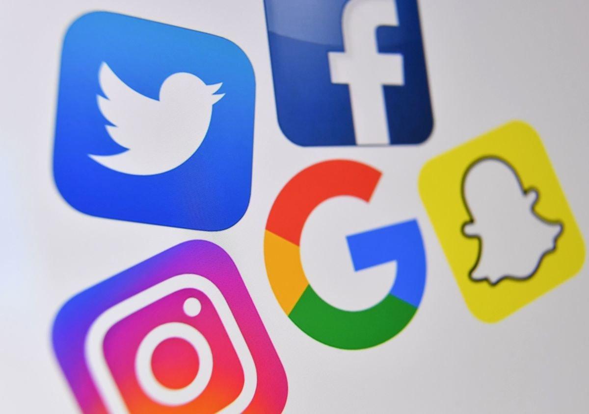 越來越多的案例顯示,中共官方連民眾翻牆到海外的推特、面書等網絡平台發表意見,也會面臨罰款甚至牢獄之災。圖為國外社交媒體示意圖。(DENIS CHARLET/AFP via Getty Images)