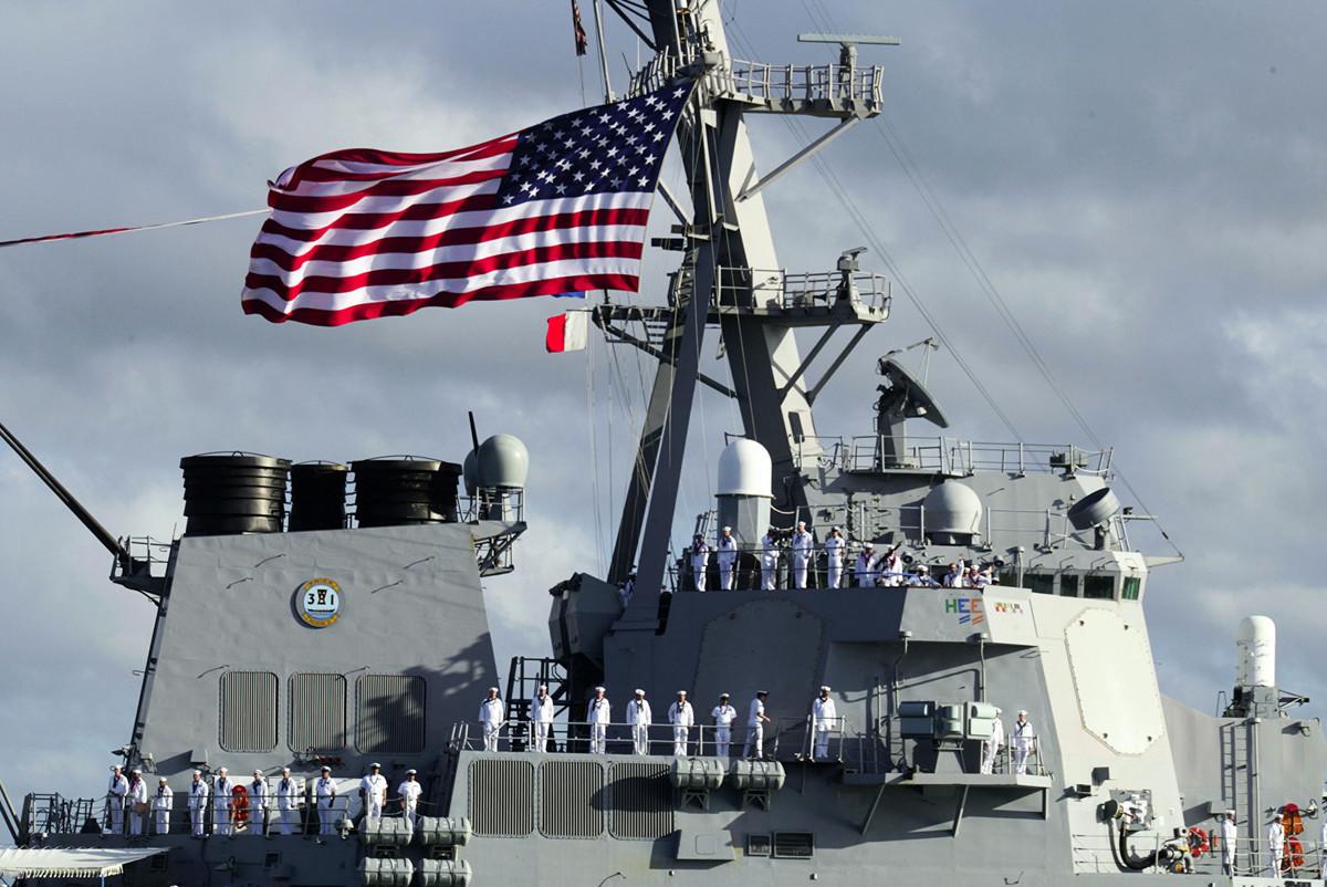俄羅斯和中國採取了新核武戰略。對此,美國需要擁有更多攔截性武器,加上新的太空預警系統,才能在導彈升空階段將其擊落。圖為美國神盾艦,是導彈防禦系統中的要角。 (Phil Mislinski/Getty Images)