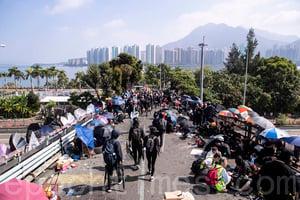 【11.15反暴政直播】中大抗爭者重鎖吐露港公路