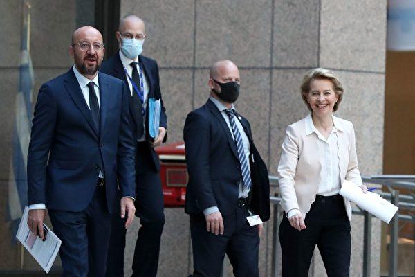 2020年6月22日,歐盟方面的代表是歐洲理事會主席查理斯‧米歇爾(Charles Michel,左)和歐洲委員會主席烏爾蘇拉‧馮‧德萊恩(Ursula von der Leyen,右)。(YVES HERMAN/POOL/AFP via Getty Images)