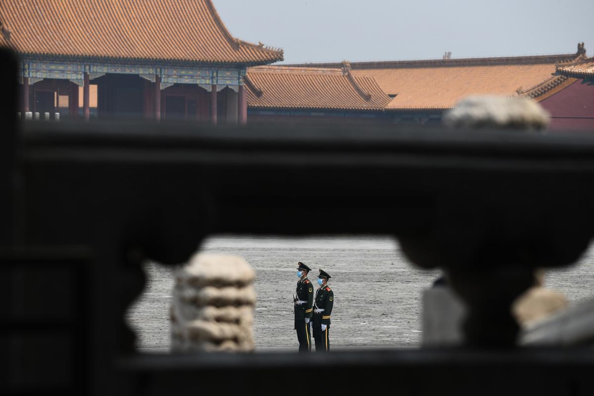 一道看不見的圍牆,把14億中國人圈了起來。直到今天,多數中國人不知道發生在中國的重大事件,如「六四」、活摘器官;大瘟疫的真相。(GREG BAKER/AFP)