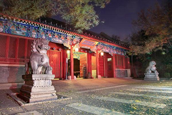 北京大學西門夜色。(大紀元資料)