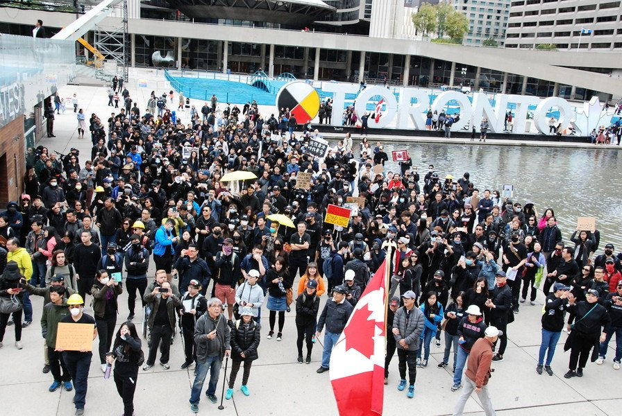 【9.29反極權】多倫多反共遊行 兩千人怒吼「 打倒共產黨」