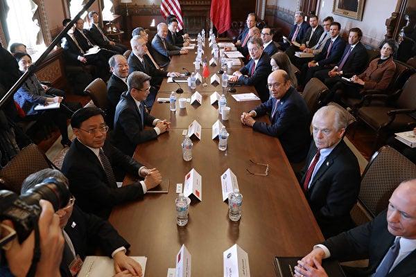 中美貿易戰歷時1年半多,2019年12月31日,美國總統特朗普表示,1月15日將簽署美中第一階段貿易協議,且第二階段協議應該能完成整個貿易談判。圖為2019年1月底在華盛頓舉行的中美貿易談判。(Chip Somodevilla/Getty Images)