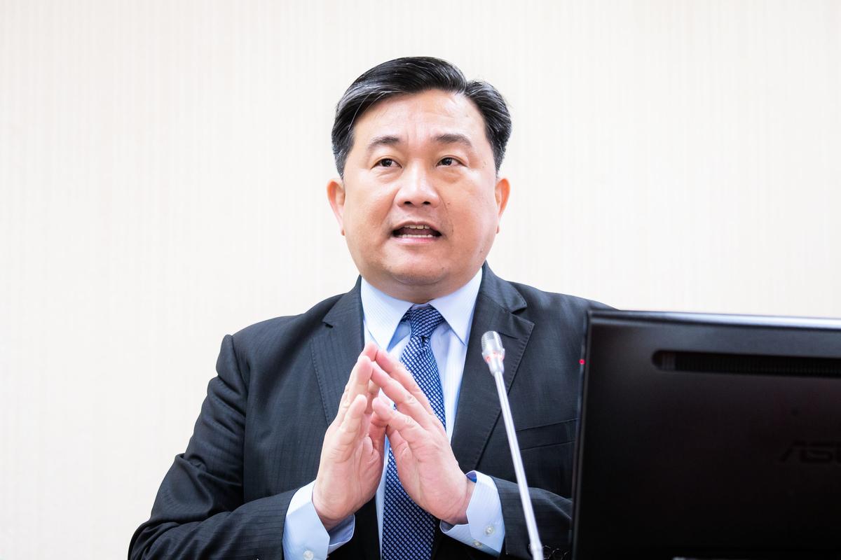 台灣民進黨立委王定宇表示:「台灣從來沒給中國共產黨交過一分錢稅,但過去40年,中共一直在用他們的外交手段和軍事威脅騷擾台灣社會。」(陳柏州/大紀元)