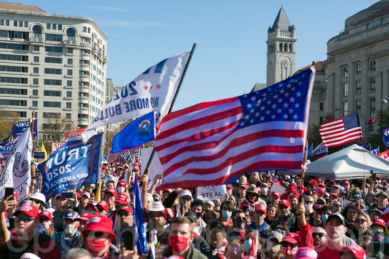 11月14日在華盛頓DC舉行的來自全美各地約五十萬人參加的停止竊選(Stop the Steal)大遊行和集會。(李莎/大紀元)