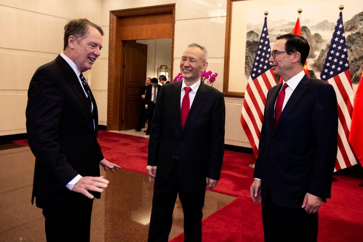 美國貿易代表羅伯特‧萊特希澤(Robert Lighthizer)和財政部長史蒂芬‧姆欽(Steven Mnuchin)周五(3月29日)在北京結束與中共副總理劉鶴的高級別貿易談判。(Nicolas ASFOURI and NICOLAS ASFOURI/POOL/AFP)