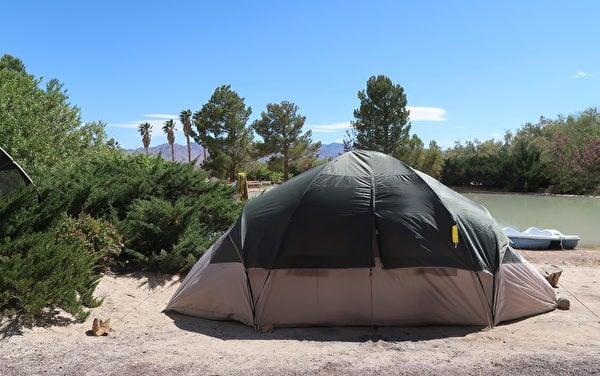 獅山冰室成員夜宿、休息的帳篷。(徐繡惠/大紀元)