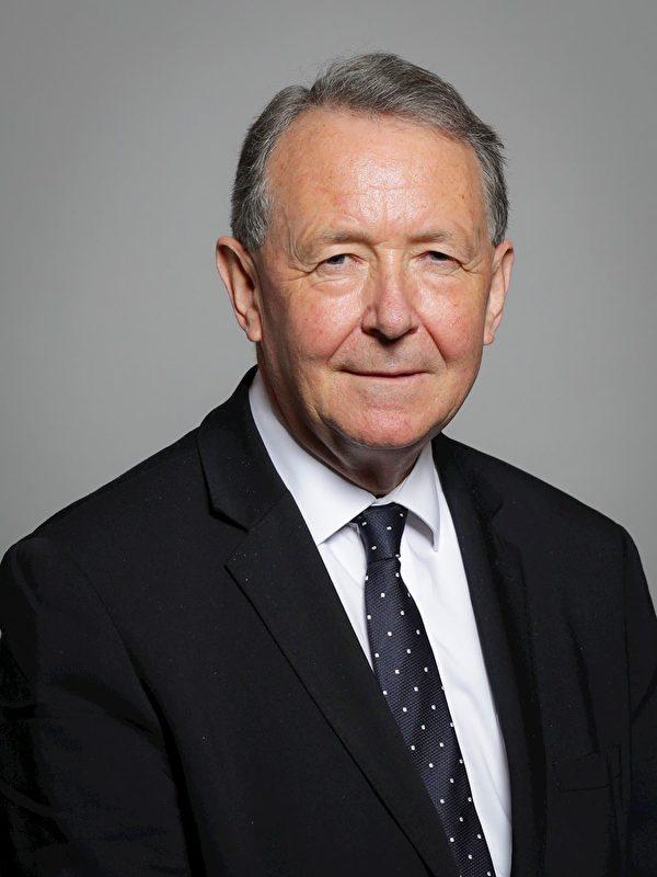 上議院議員利物浦奧爾頓男爵(Baron Alton of Liverpool, KCSGKCMO)大衛‧帕特里克‧保羅‧奧爾頓教授(Professor David Patrick Paul Alton)(明慧網)