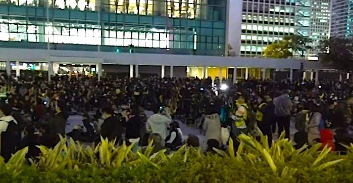 12月12日,港人舉行6.12半周年紀念齊上齊落集會。(大紀元影片截圖)